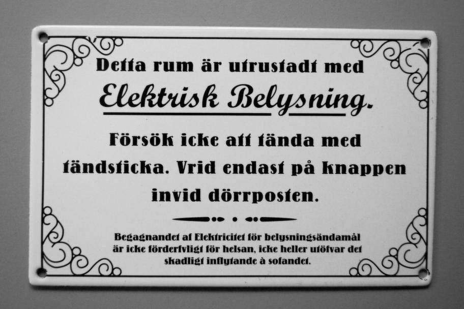 Nytillverkat i gammal stil hos nackabyggnadsvard.se<br>&nbsp;Byggvaror, penslar, linoljefärger och vackra beslag. Butiken för dig som renoverar hus eller vill hitta detaljer i äldre stil. I nätbutiken är det mest nytillverkade saker i gammal stil. Kanske Sveriges största lager av begagnade prylar för husrenovering.<br>Köptips: Emaljskylt, 10,5x16 cm, med kul text från förr, 175 kronor.