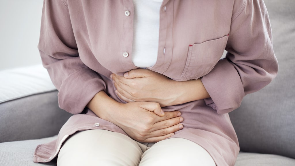 Ett vanligt symtom är en diffus smärta i nedre delen av buken.
