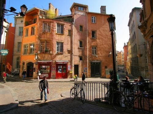 Vieux-Lyon, Place de la Trinité.