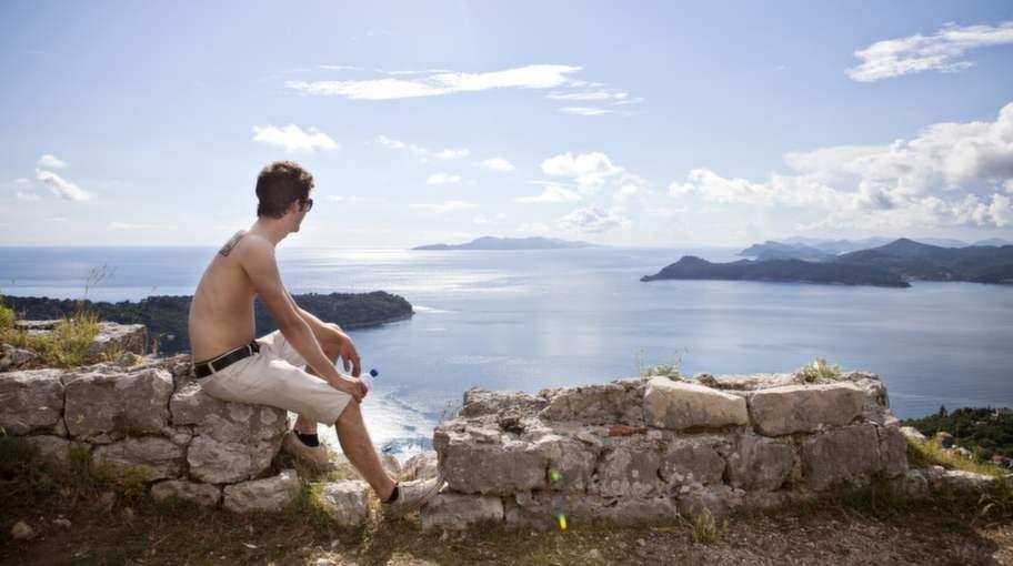 Många av Dalmatiens öar har bergigt och kuperat landskap. Våga klättra uppåt och du belönas med vackra vyer.