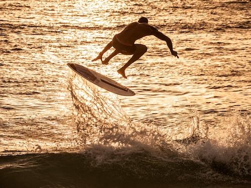 Praia do Estoril är i en klass för sig om man vill lära sig våg-, vind- och kitesurfa.