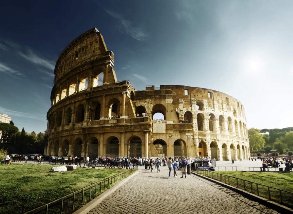 <p>Rom. Här finns det mycket att se, men inget går upp mot att sätta sig på en uteservering och njua av den italienska maten och drycken.</p>