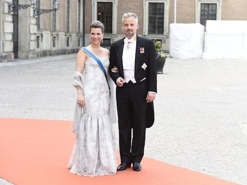 Prinsessan Märtha Louise och dåvarande maken Ari Behn på prins Carl Philips och Sofia Hellqvists bröllop.