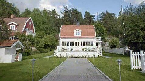 Villan är ute till försäljning för drygt 16 miljoner kronor.