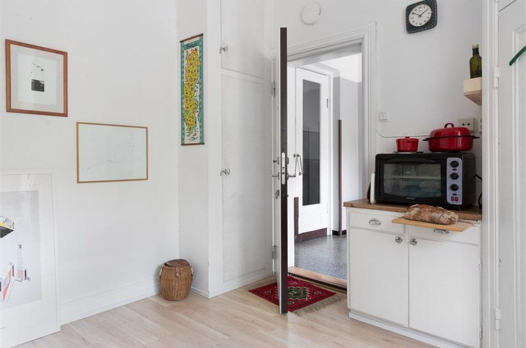 <p>Här är en av Malmös minsta lägenheter. Här finns ett kombinerat sov- och vardagsrum, toalett och dusch. <br></p>