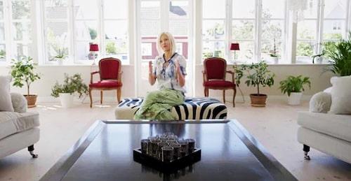 """""""Jag älskar hem där man blandar antikt med modernt. Vi har mer modern konst än gammal och möblerna är en blandning av nytt och begagnat"""", har Linda berättat tidigare."""