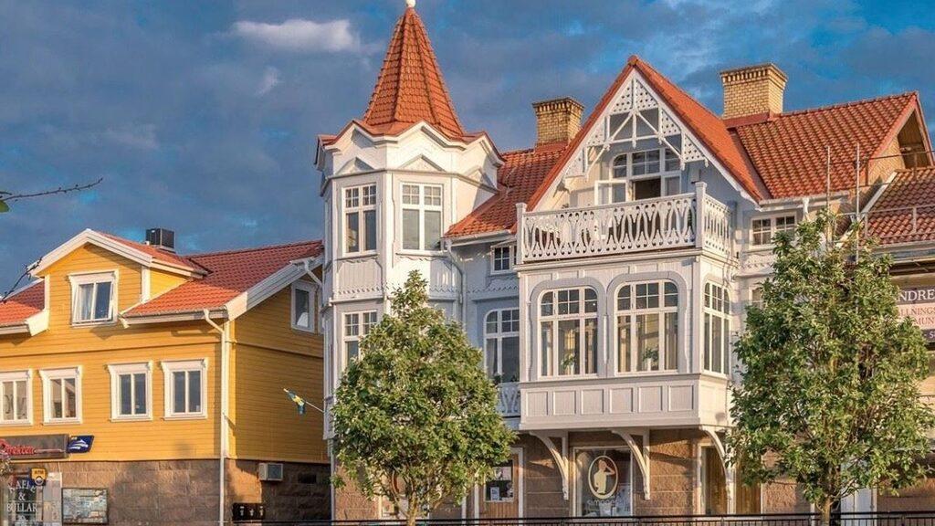 Minislottet på semesterparadiset Smögen byggdes 1898 och har en spännande historia.