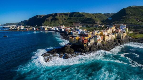 Vid El Roque dånar vågorna in mot Gran Canarias nordkust.