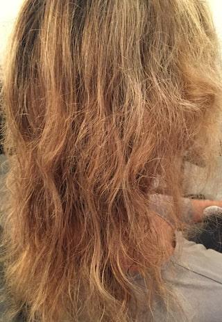 få bort frissigt hår hemma