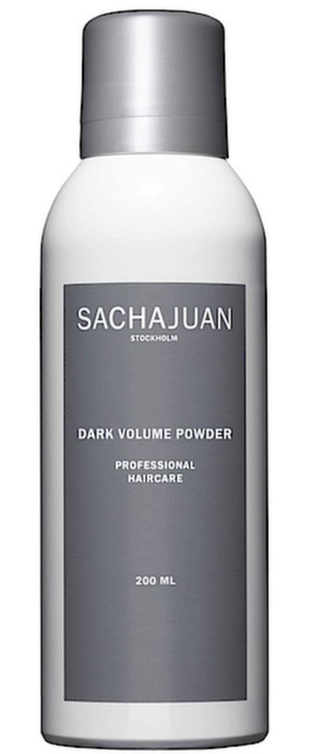 """<strong>Sachajuan, dark volyme powder, 200 ml, 145 kronor.</strong><br><exp:icon type=""""wasp""""></exp:icon><exp:icon type=""""wasp""""></exp:icon><exp:icon type=""""wasp""""></exp:icon><br>Sprayas på 10 cm avstånd på torrt hår. Tar bort överskottsfett och ger en fräschare känsla för 1-2 dagar. Produkten ger en matt finish, men upplevs dock ej ge så mycket volym. Doften är något stark. De bruna pigmenten färgar inte av sig på kudden över natten, men var försiktig så det inte kommer på kläderna vid applicering. Produkten passar även för mörkt askblont hår."""