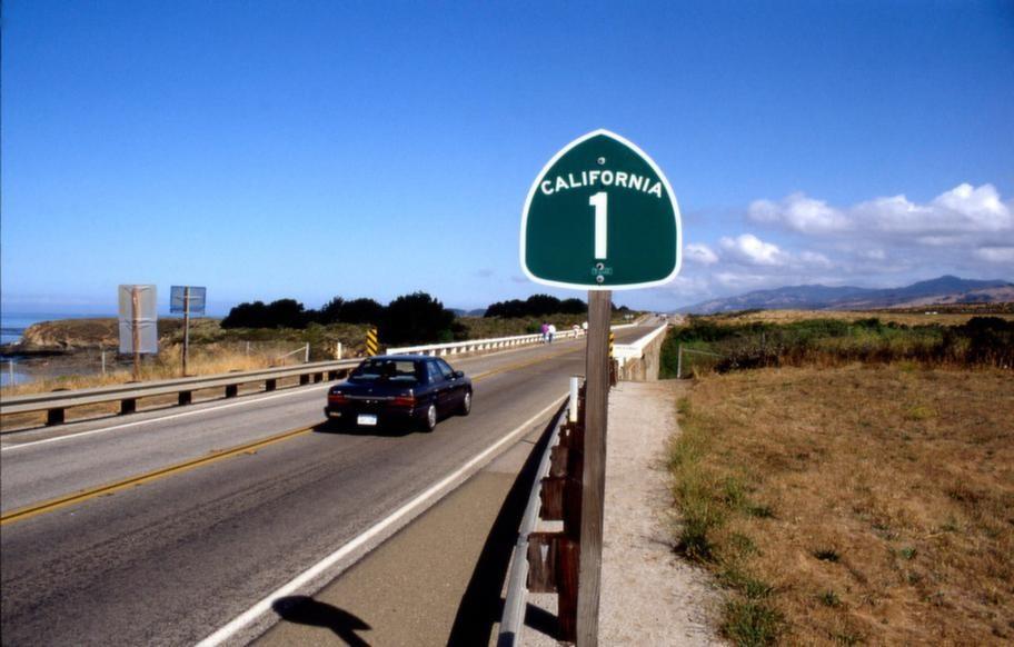 Kaliforniens mest kända kuststräcka Highway 1, bjuder på vackra scenarier.