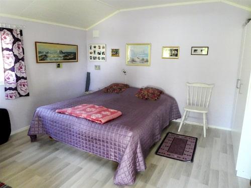 I ministugan på 12 kvadrat finns ett större sovrum.