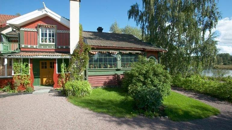 På Carl Larsson-gården anordnas guidade turer och konstvisningar året runt.
