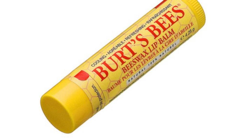 Läppbalsam är laddat med bivax, kokos- och solrosoljor, Burt's Bees.