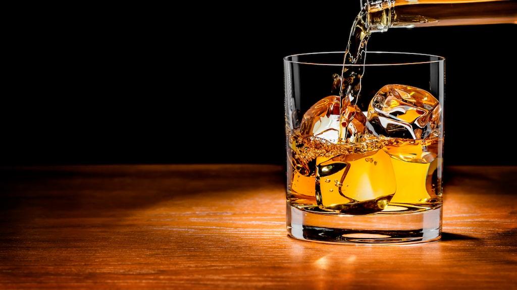 Människotillverkad whisky.