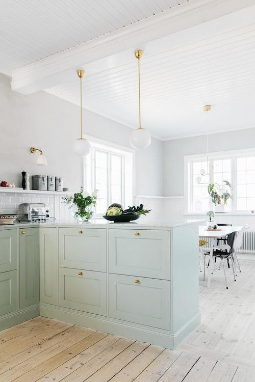 Ett kök behöver flera typer av belysning - allmänljus, arbetsljus och mysbelysning. Alla är ika viktiga.