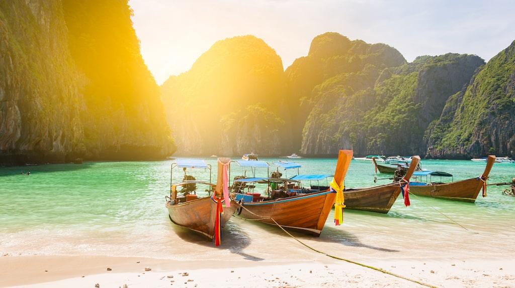 Turister som röker e-cigaretter i Thailand riskerar tio års fängelse eller dryga böter, skriver det brittiska utrikesdepartementet på sin hemsida.
