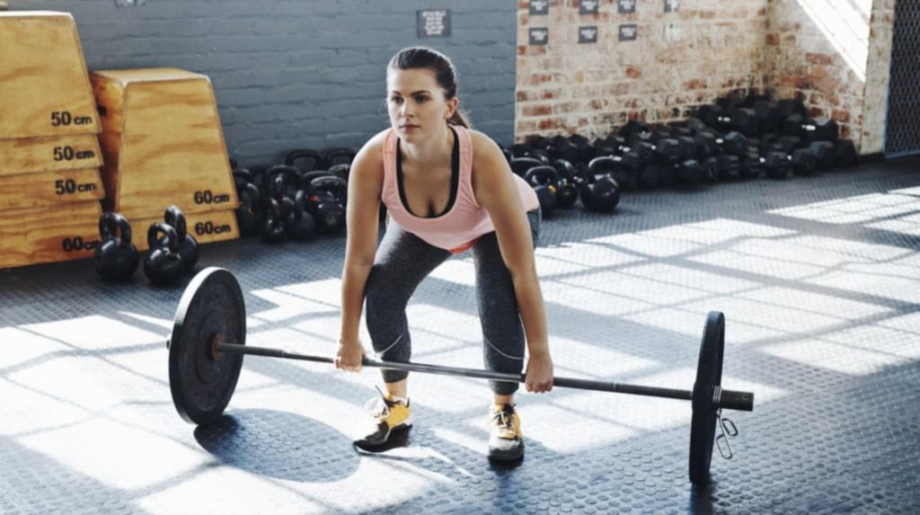 Marklyft aktiverar flera muskelgrupper.