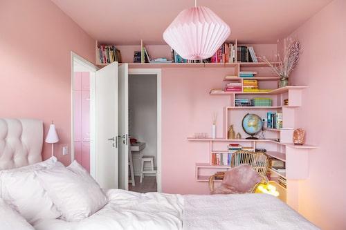 Mycket i Jessica Frejs gamla lägenhet gick i rosa. Man skulle nog utan att överdriva kunna säga att det är hennes favoritfärg...