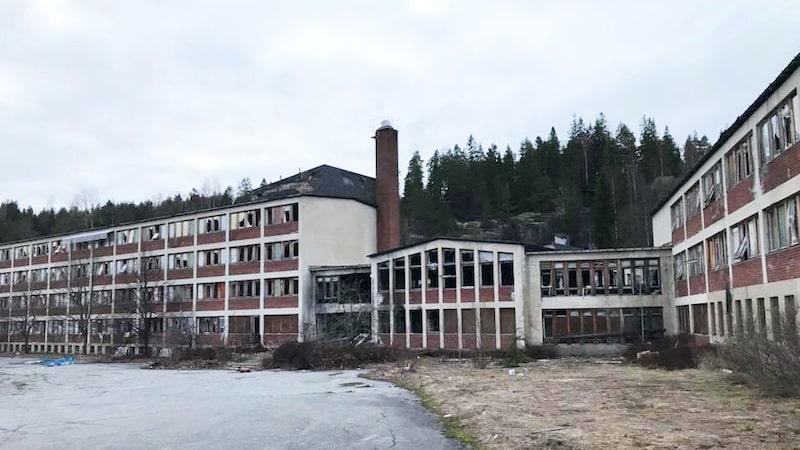 Mentalsjukhuset i Kramfors skulle bli spahotell men övergavs. Byggnaden är en av många övergivna hus som PLTS Ghosthunters besökt.