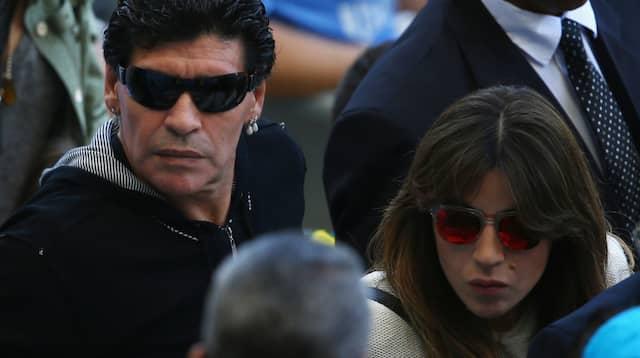 Maradona ratas av döttrarna Dalma och Gianinna