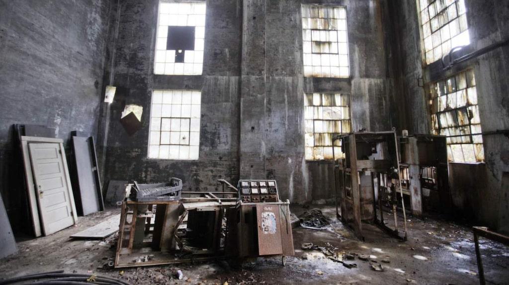 <p>Lynch i Kentucky byggdes upp som en gruv-arbetarstad 1911 och var då det största kollägret i världen. Befolkningen var som högst 10.000 men hade 2010 minskat till 747 stycken. Anläggningen är nu övergiven med endast rostiga maskiner som avslöjar att någonting existerat där tidigare.</p>