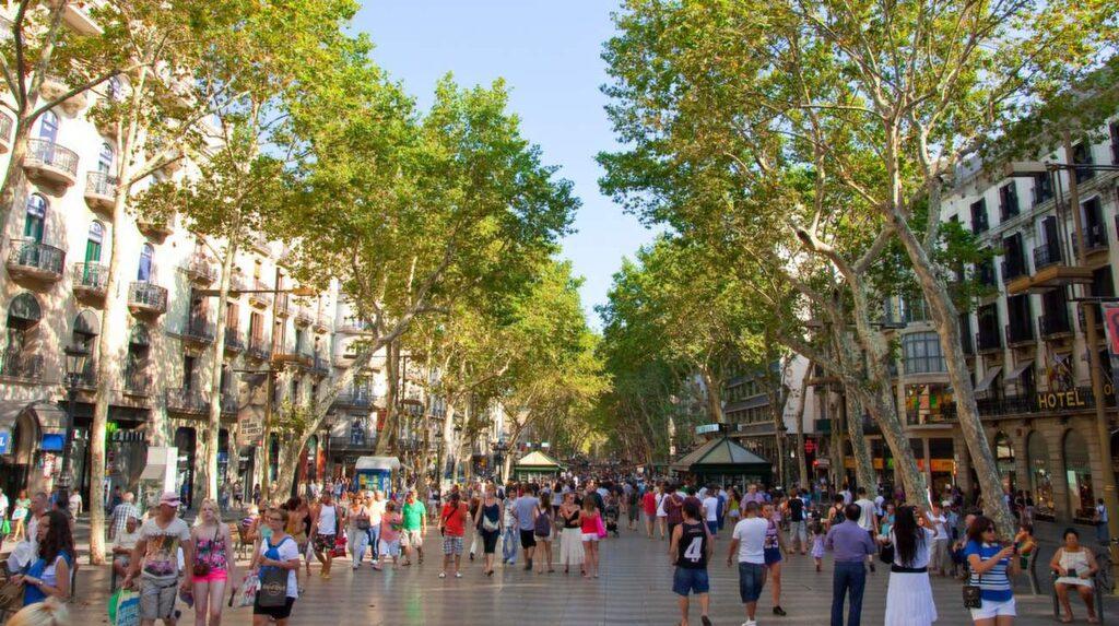 <p>Las Ramblas är egentligen fem gator.</p>