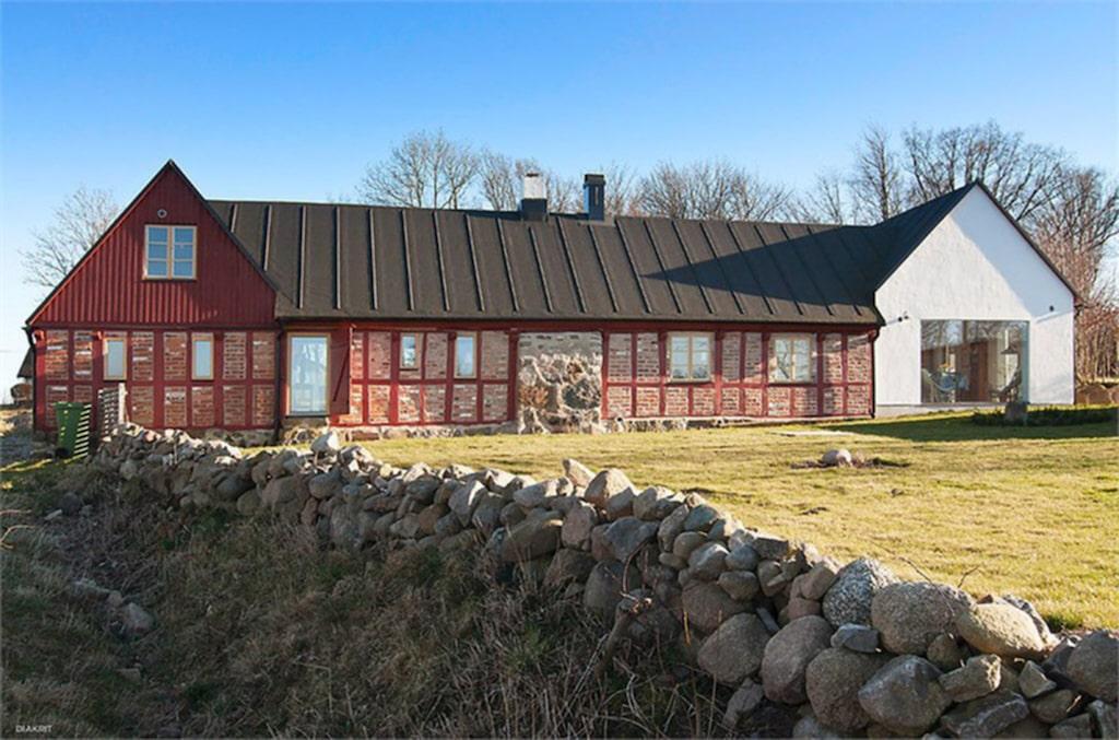 Skånelängan är ett fritidshus och är på sex rum och kök fördelat på 260 kvadratmeter
