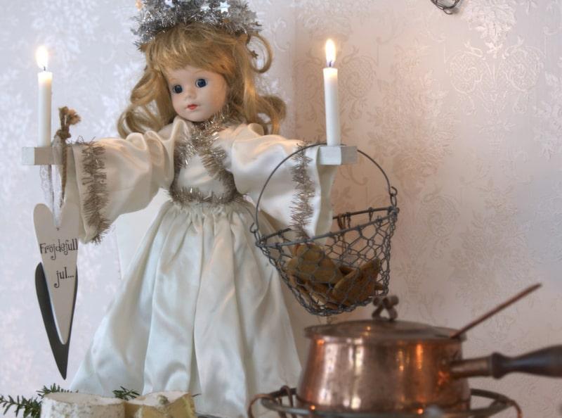 ÄNGEL. Ängeln är en av Jeanettes käraste ägodelar. Hennes mamma Berit gjorde den till Jeanette för många år sedan.