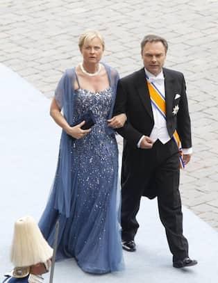 4ac96616a304 Jan Björklund och Anette Brifalk. CAMILLAS KOMMENTAR: Anettes klänning ser  ut att vara från Aksara och den ser lite skönt syrianskt snygg ut.